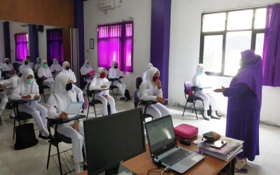 Hari Pertama Kuliah, Mahasiswa Sambut Dengan Antusias Dengan Tetap Terapakan Protokol Kesehatan Covid-19
