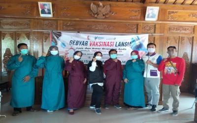 Tim Aku Sehat Bersama Puskesmas Gayam Gelar Vaksin Bagi Lansia